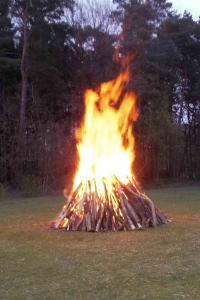 Symbolisches Osterfeuer